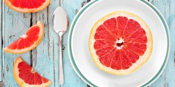 grapefruit-copy-image-700-350-on-plate